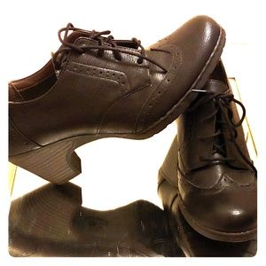 Womens size 11 Oxford lace up booties